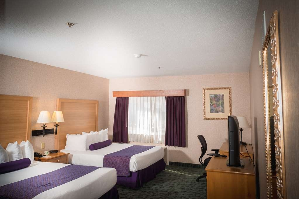 Best Western Plus Executive Court Inn & Conference Center - Il y a assez d'espace pour accueillir 4personnes dans notre chambre avec deux lits queen size.