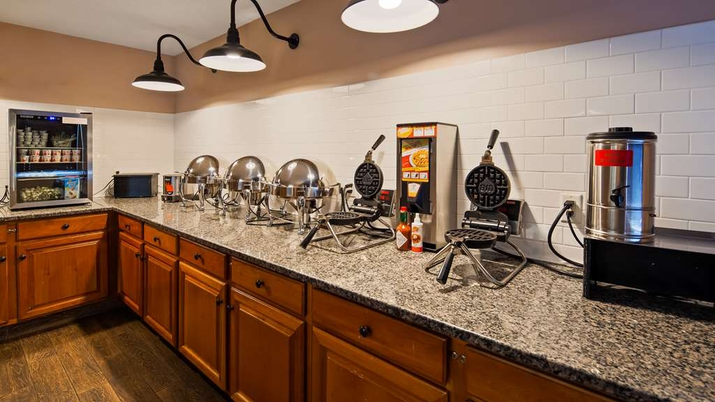 Best Western Plus Executive Court Inn & Conference Center - Breakfast Area