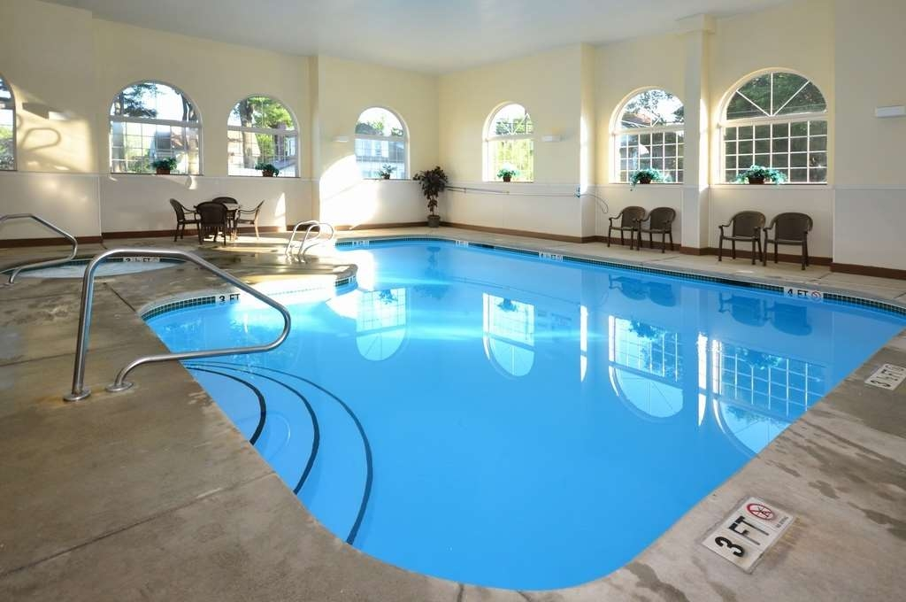 Best Western Concord Inn & Suites - Whether you want to relax poolside or take a dip our indoor heated pool is the perfect place to unwind.