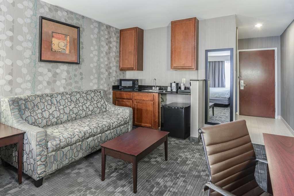 Best Western Concord Inn & Suites - Deluxe King Room