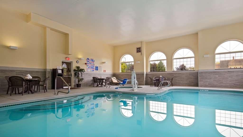 Best Western Concord Inn & Suites - Poolansicht