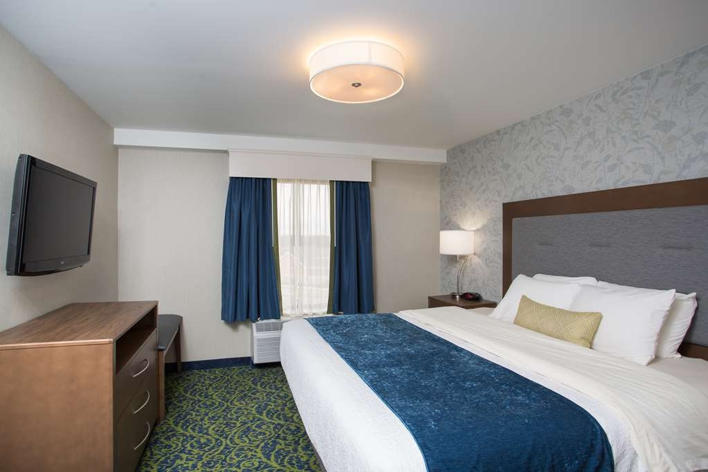 Best Western Plus Portsmouth Hotel and Suites - Newly renovated suite