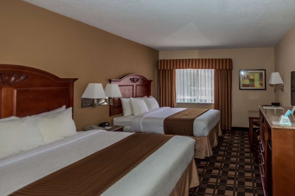 Best Western White Mountain Inn - Make a reservation for our double queen rooms equipped with microwave and refrigerator.