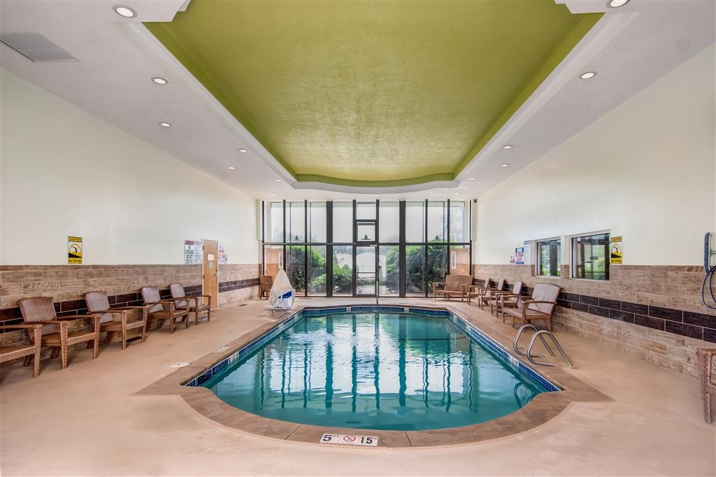Best Western Plus The Inn at Hampton - Don't let the weather stop you from jumping in, our indoor pool heated year-round for you and your friends.