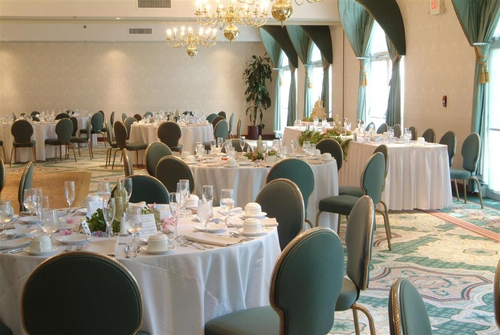 Best Western Plus The Inn at Hampton - Our spacious Grand Ballroom is 2,960 square feet and perfect to host a wedding.