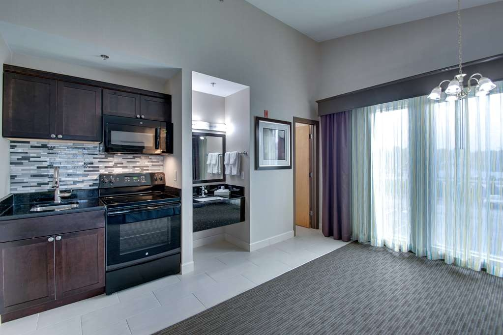 Best Western Plus The Inn at Hampton - Relax after a long day of travel in our double queen bedroom featuring a kitchenette.