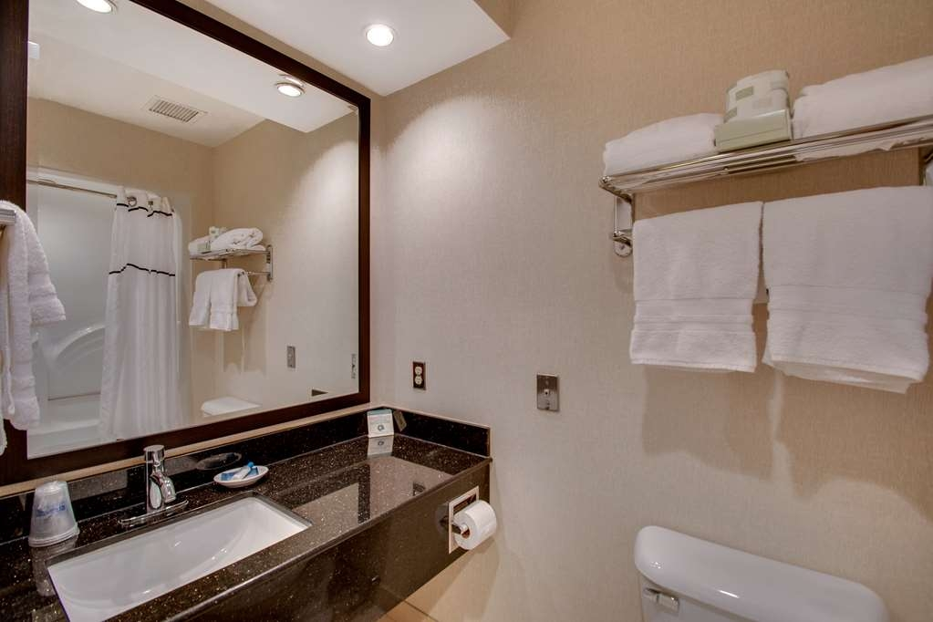 Best Western Plus The Inn at Hampton - Enjoy getting ready for a day of adventure in this fully equipped guest bathroom.