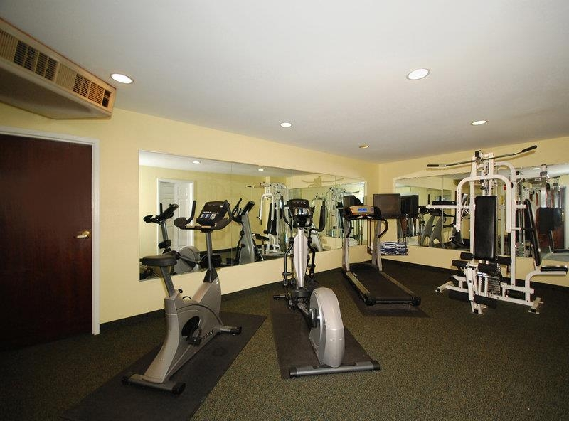 Best Western Plus The Inn at Hampton - Maintain your home exercise routine in our fully equipped fitness center.