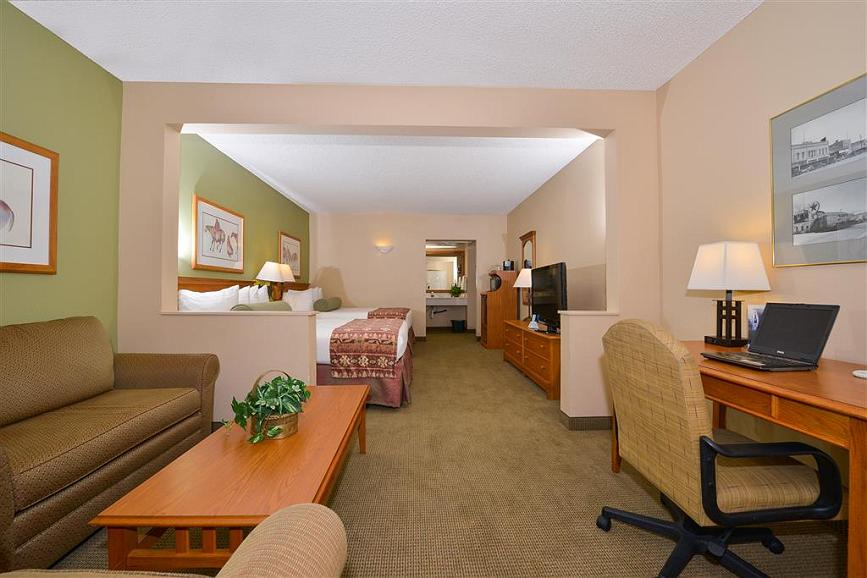Wondrous Hotel In Kingman Best Western Plus Kings Inn Suites Gmtry Best Dining Table And Chair Ideas Images Gmtryco