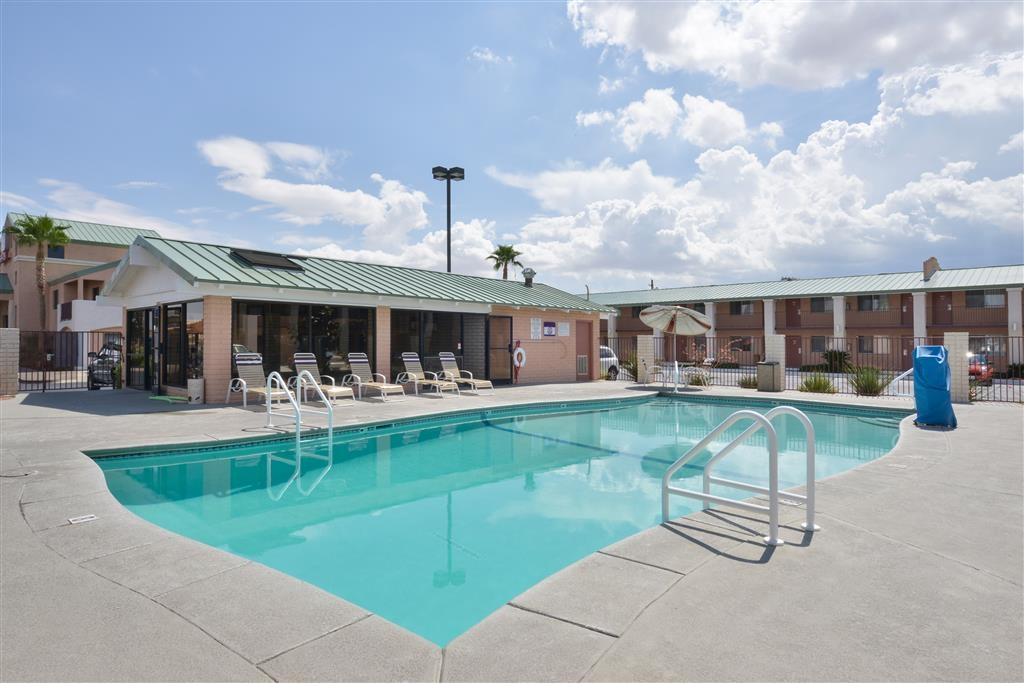 Best Western Plus King's Inn & Suites - Open April through September, this pool is great for both activities and lounging. Wonderful after a long days drive.