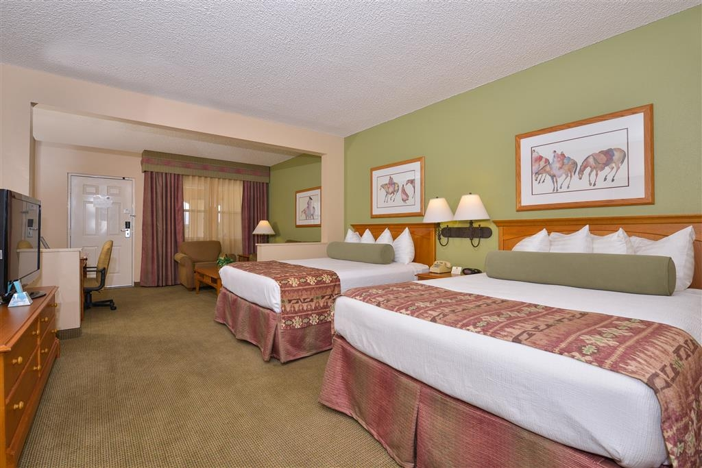 Best Western Plus King's Inn & Suites - Our queen guest rooms have a separate spacious sitting area with a couch and arm chair, featuring a 42-inch television.