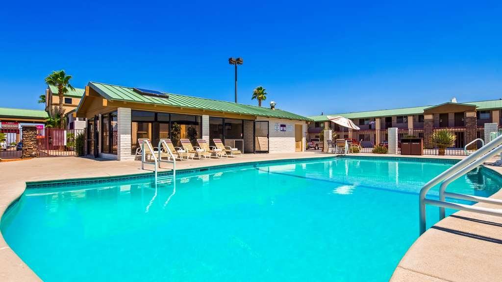 Best Western Plus King's Inn & Suites - Piscina