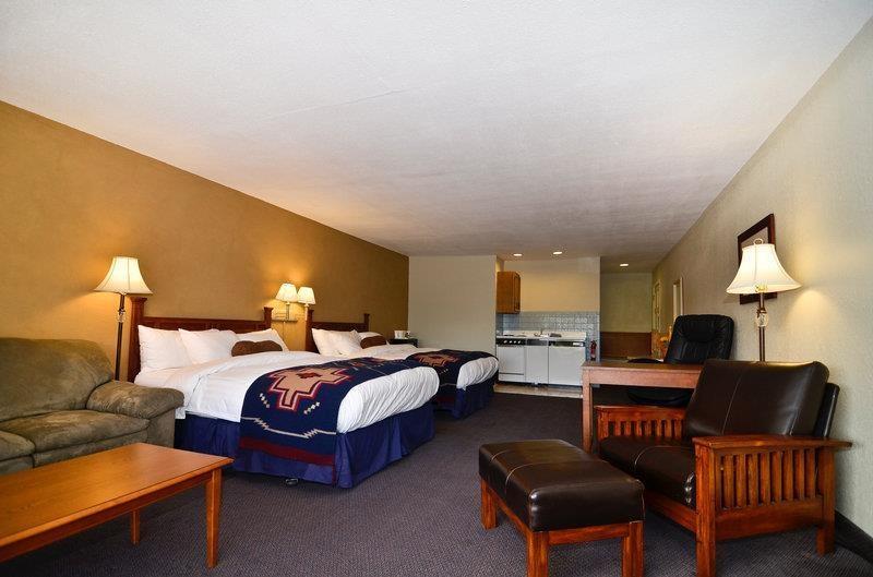 Best Western Rancho Grande - 2 Queen Beds Sleeper sofa