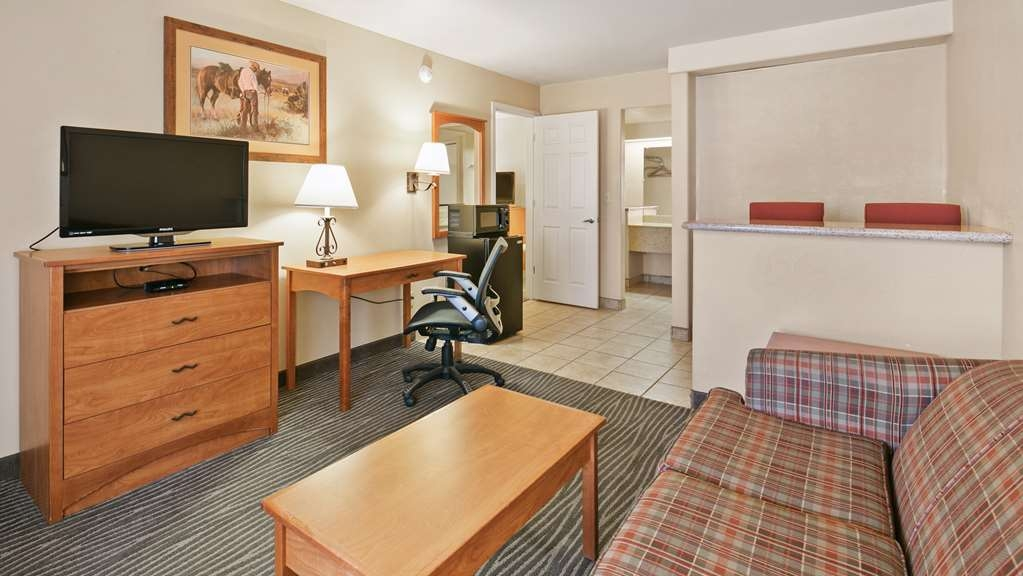 Best Western Desert Inn - Settle in for the evening and relax in our Queen suite with living area.