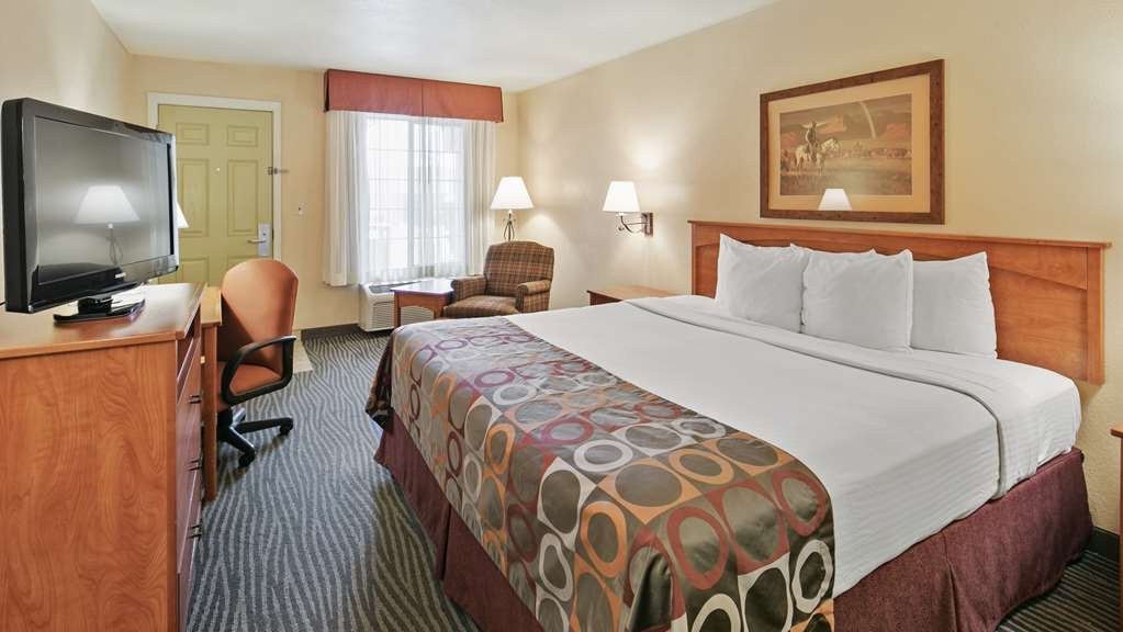 Best Western Desert Inn - This King guest room is perfect for a layover, extended stay or weekend getaway.
