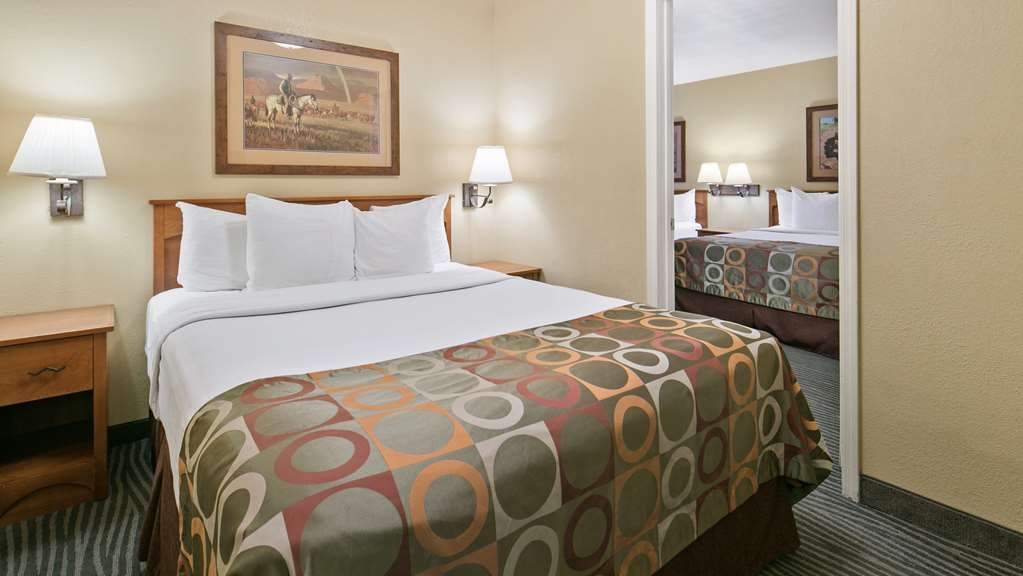 Best Western Desert Inn - If you're traveling with your family or group of friends, opt for our QQQ room with 3 beds.