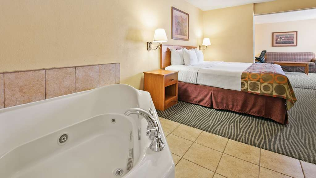 Best Western Desert Inn - Are you seeking pure, complete and total relaxation? Then make a reservation in our honeymoon suite.