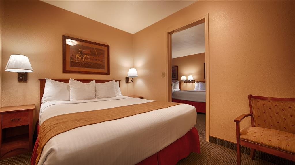 Best Western Desert Inn - Our triple queen suite can accommodate large families.