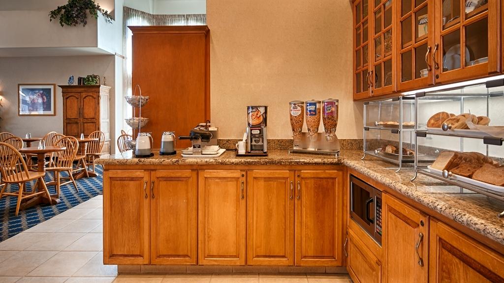 Best Western Plus A Wayfarer's Inn and Suites - Prima colazione a buffet