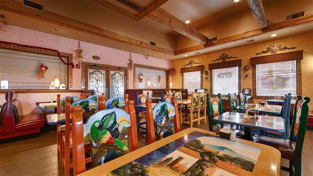 Best Western Prescottonian - Guacamaya's beautiful dining room located just steps from your room.