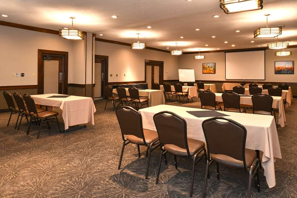 Best Western Airport Inn - The Brighton Room is one of two meeting rooms available at our property.