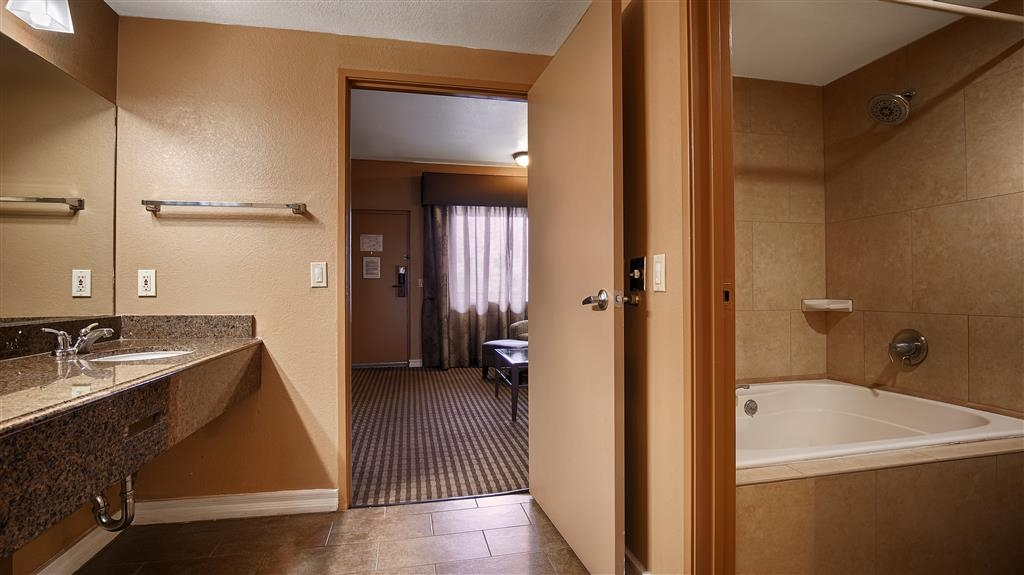 Best Western Royal Sun Inn & Suites - Badezimmer