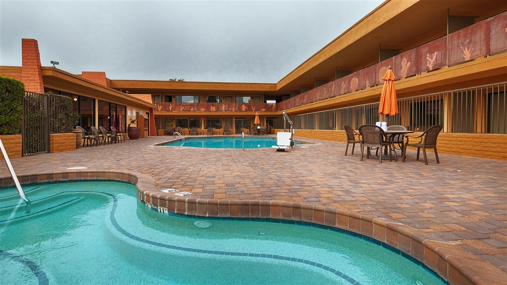 Best Western Royal Sun Inn & Suites - whilrpool