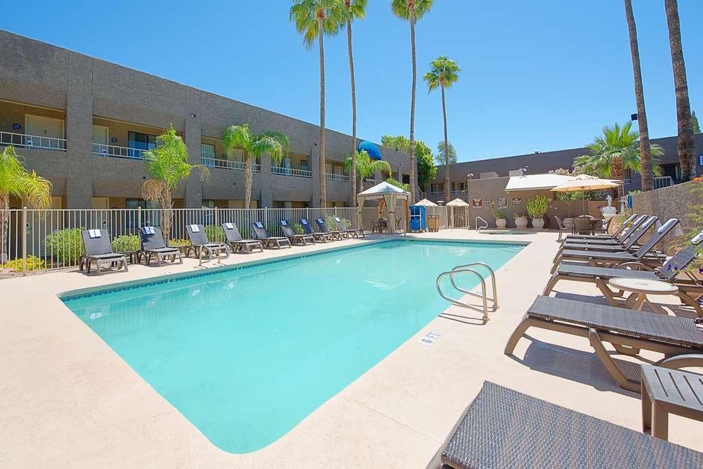Best Western InnSuites Phoenix Hotel & Suites - Poolansicht
