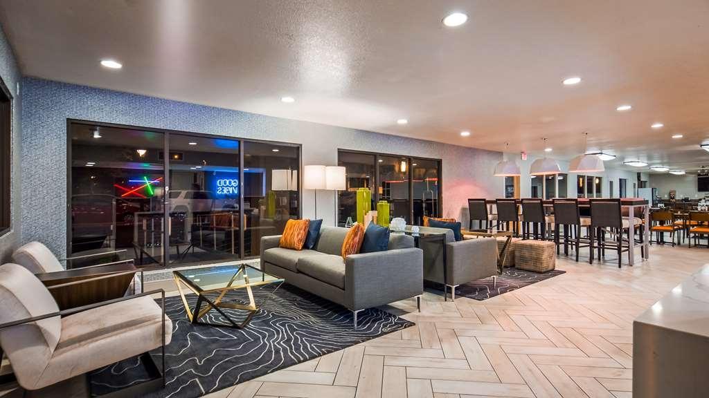 Best Western InnSuites Phoenix Hotel & Suites - Lobbyansicht