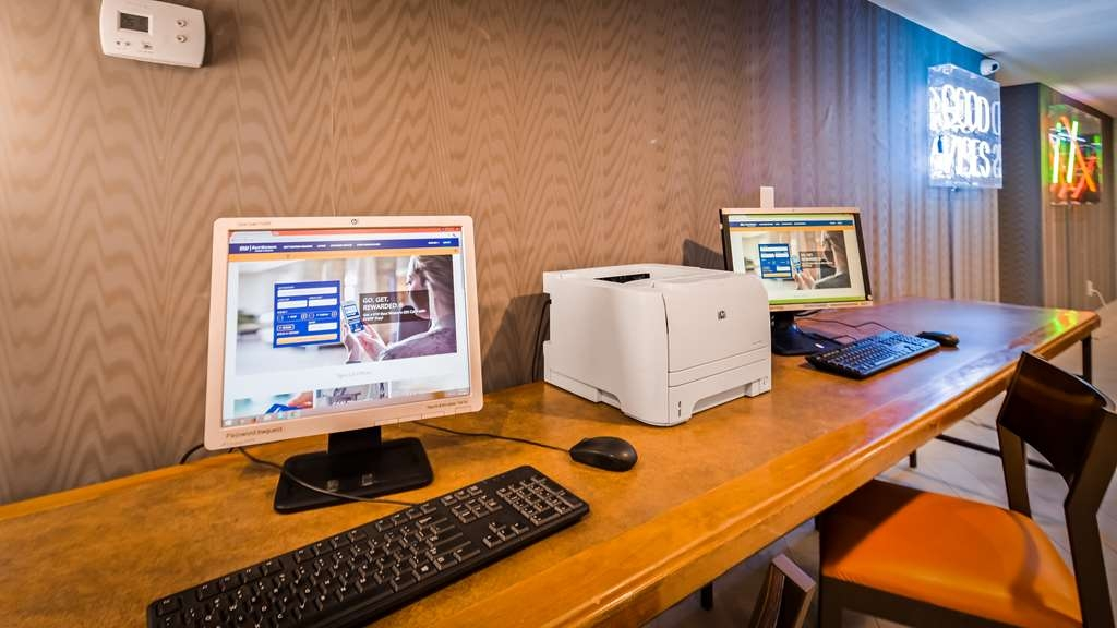 Best Western InnSuites Phoenix Hotel & Suites - Keep connected in our business center.