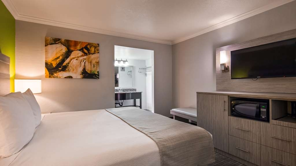 Best Western InnSuites Phoenix Hotel & Suites - You'll sleep well in our King Rooms.