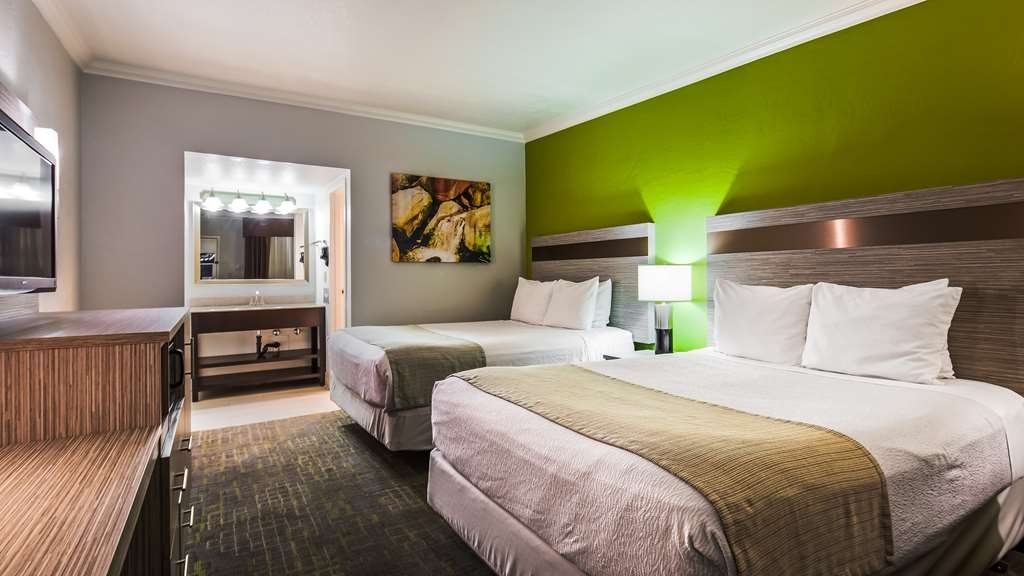 Best Western InnSuites Phoenix Hotel & Suites - The 2 Queen room is perfect for traveling with the family.
