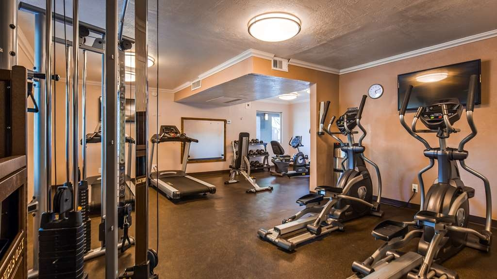 Best Western InnSuites Phoenix Hotel & Suites - Burn off last night's dinner in our fitness center.