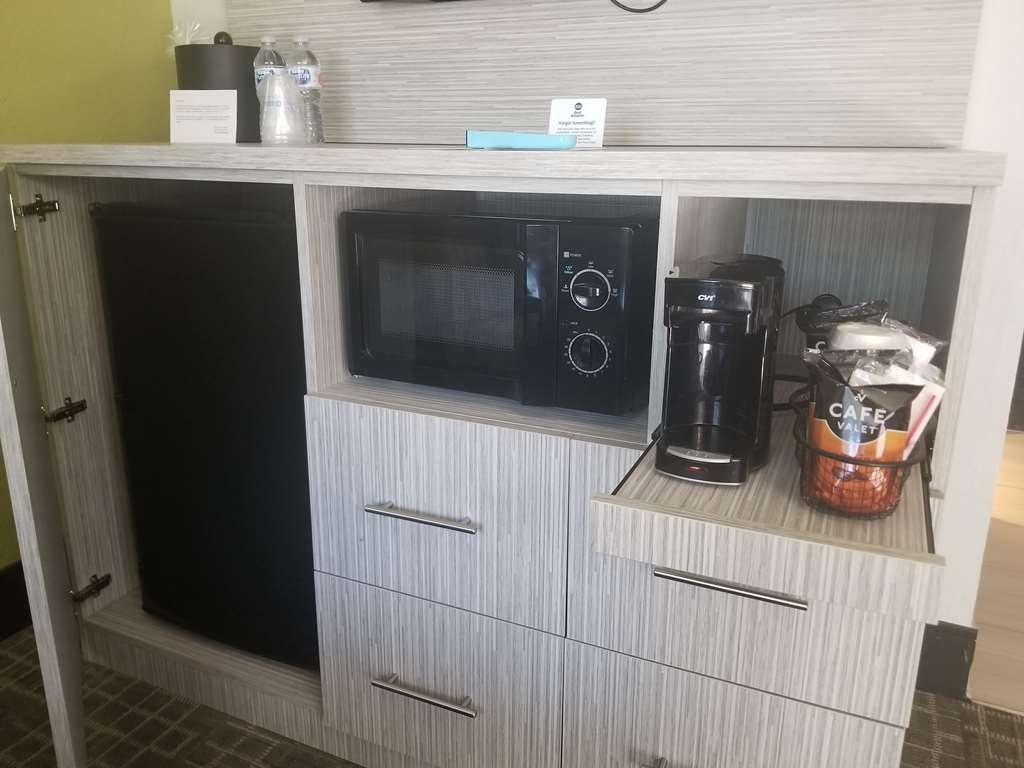 Best Western InnSuites Phoenix Hotel & Suites - All rooms are equipped with a coffeemaker, microwave, and fridge