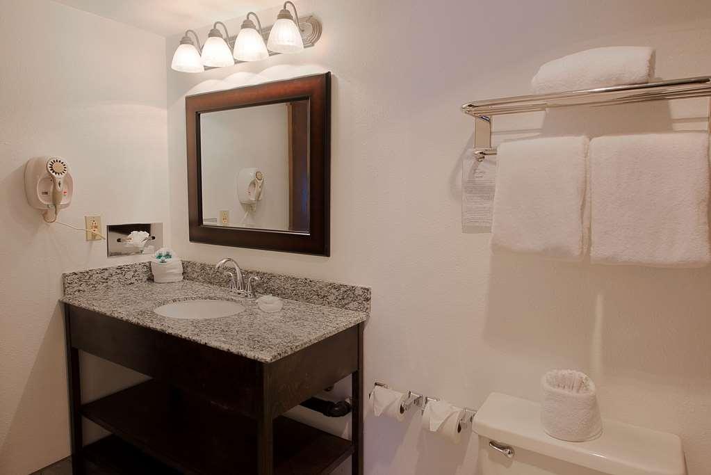 Best Western InnSuites Tucson Foothills Hotel & Suites - Salle de bain