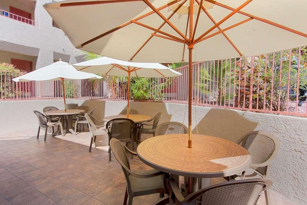 Best Western InnSuites Tucson Foothills Hotel & Suites - PJ's Patio