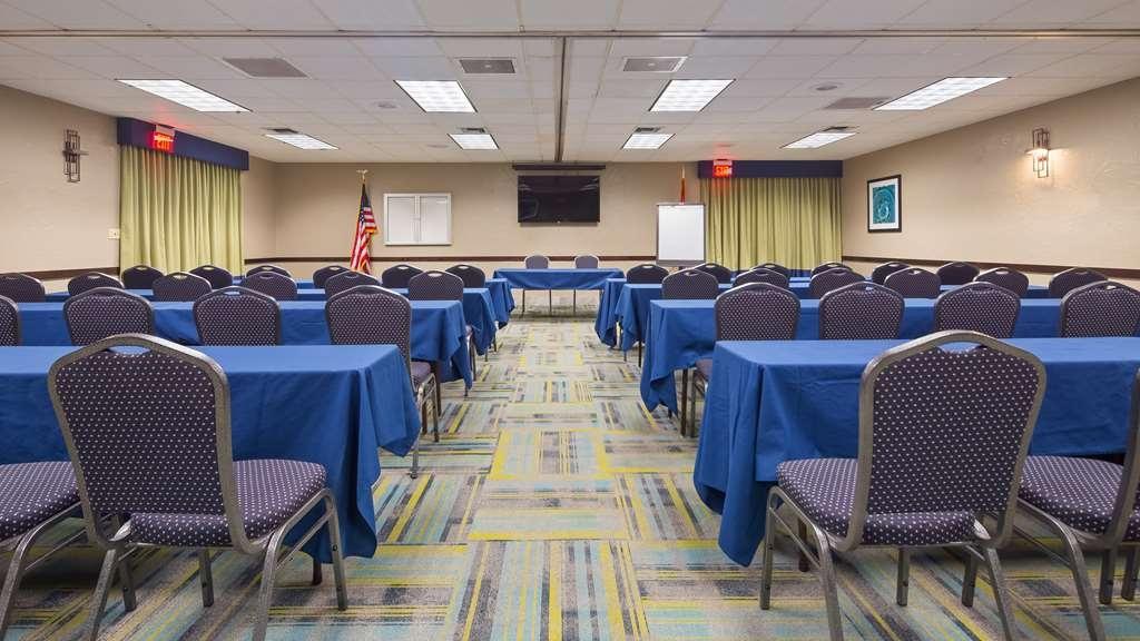 Best Western InnSuites Tucson Foothills Hotel & Suites - Salle de réunion