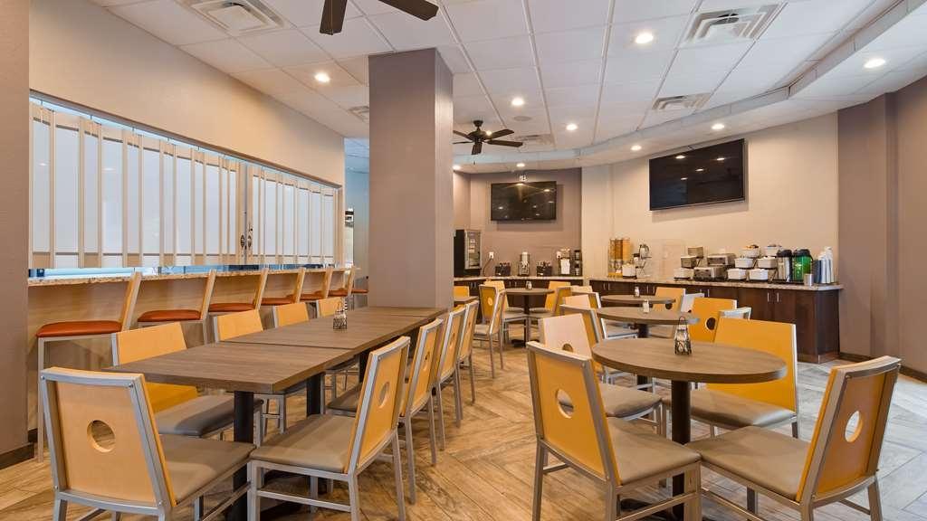 Best Western InnSuites Tucson Foothills Hotel & Suites - Breakfast Area