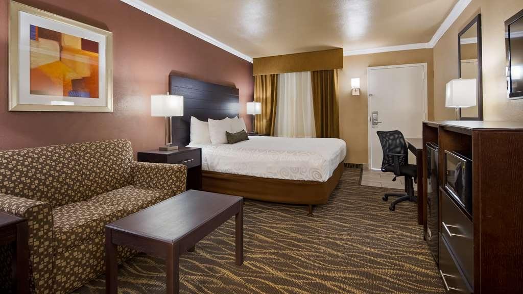 Best Western InnSuites Tucson Foothills Hotel & Suites - King Guest Room