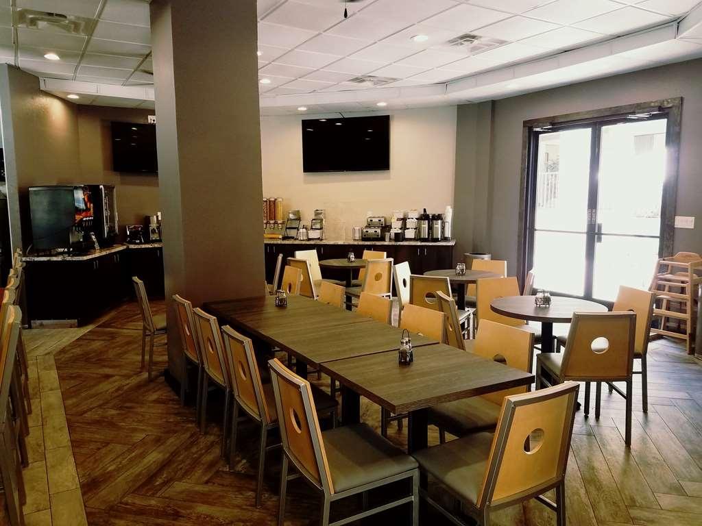 Best Western InnSuites Tucson Foothills Hotel & Suites - café