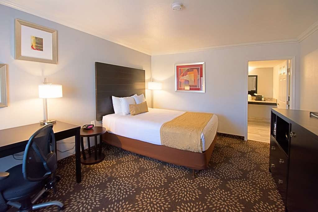 Best Western InnSuites Yuma Mall Hotel & Suites - Colorado Inn ADA Mobility Accessible Room