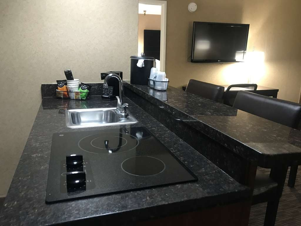Best Western Yuma Mall Hotel & Suites - Cooktop in the Kitchenette of the Suite with One Queen Size Bed