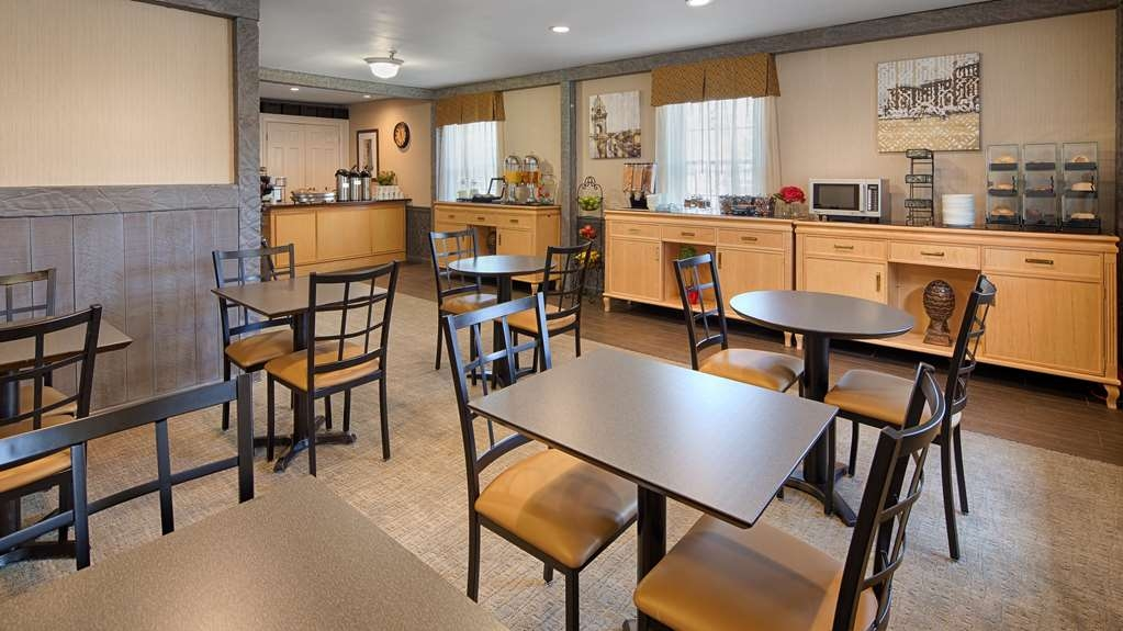 Best Western Westfield Inn - Newly renovated complimentary breakfast room