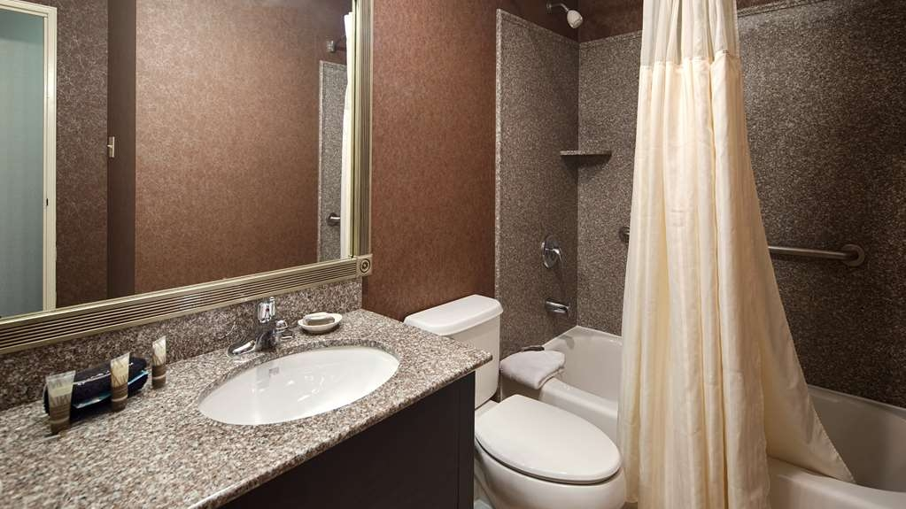 Best Western Westfield Inn - Newly renovated bathrooms