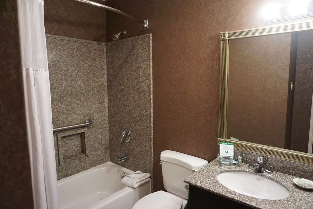 Best Western Westfield Inn - Guest Bathroom