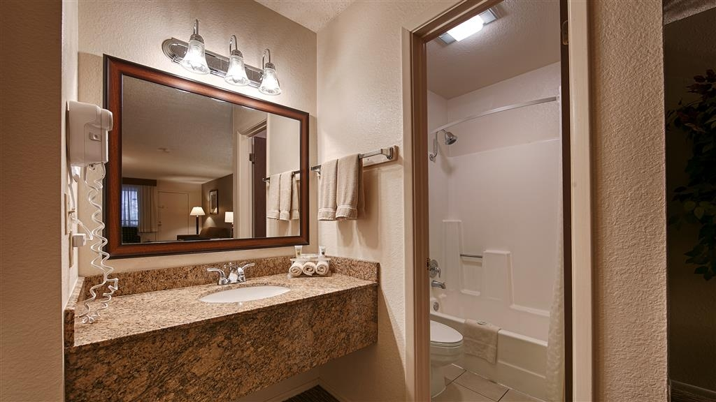 Best Western Inn of Pinetop - Guest Bathroom