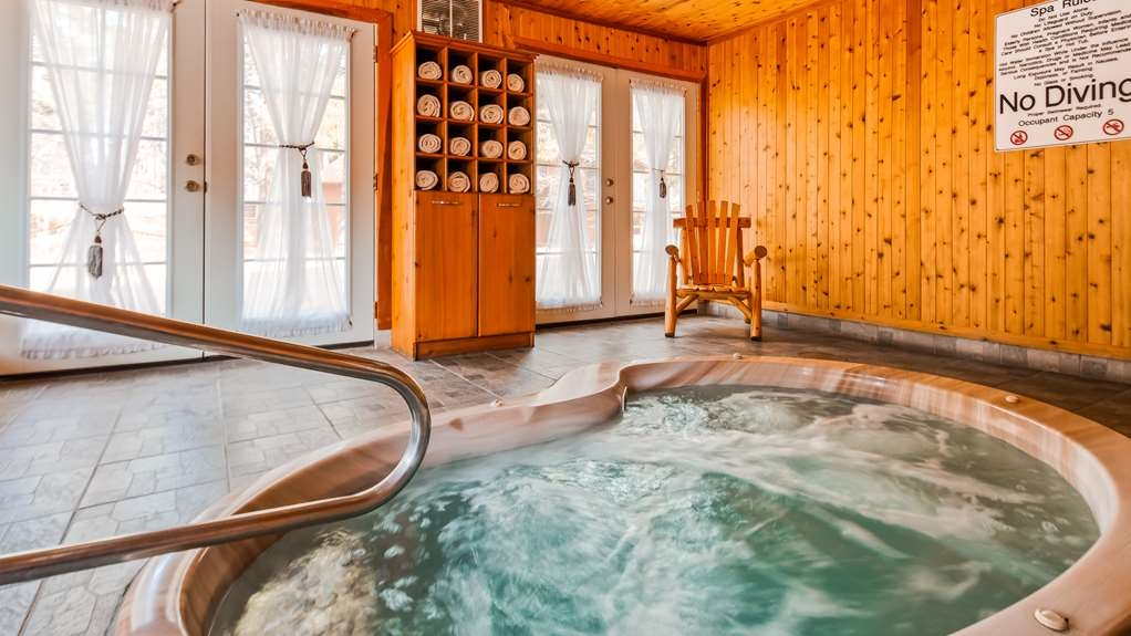 Best Western Inn of Pinetop - Enjoy some relaxation in our hot tub, open daily from 10am to 10pm.