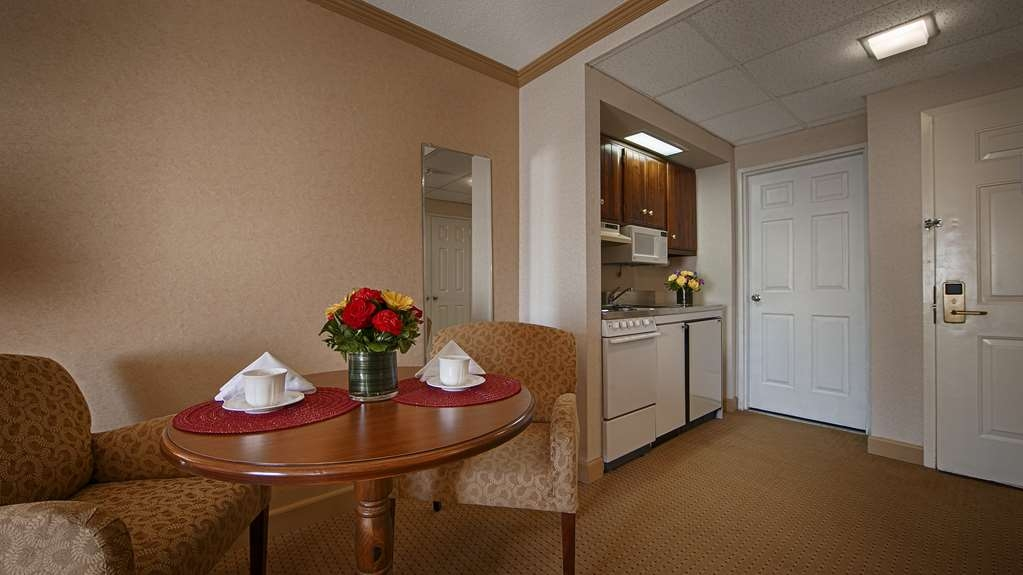 Best Western Plus Morristown Inn - King Studio Suite