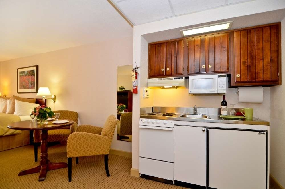 Best Western Plus Morristown Inn - Studio suite kitchenettes include an oven, stove, refrigerator, microwave, and all utensils to make dining a little easier.