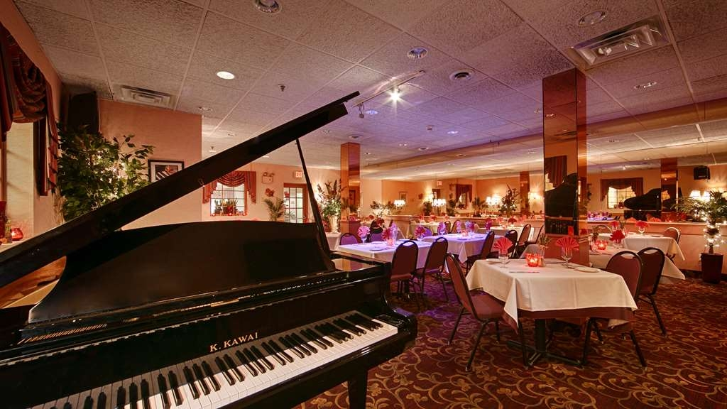 Best Western Plus Morristown Inn - Hibiscus features live jazz on Tuesdays and Fridays and also Sunday brunch! Treat yourself to a wonderful dining experience!